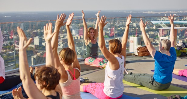 rooftop Yoga Maintower in Franfurt